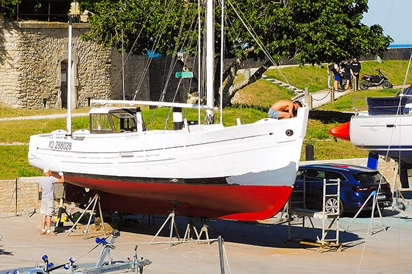 Wooden boat restoration in action in the port of Saint-Martin-de-Ré.