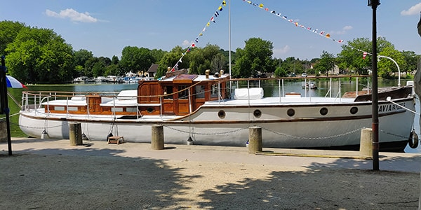 """""""Davia"""" moored on the river Yonne"""
