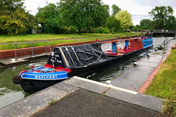 Barge passing upstream through Mapledurham lock.