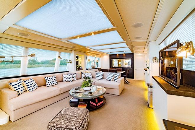 'Savvy's' elegant contemporary lounge